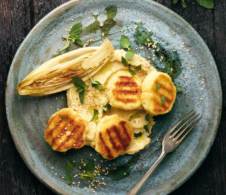 Heumilch-Käselaibchen mit Hummus und Minze