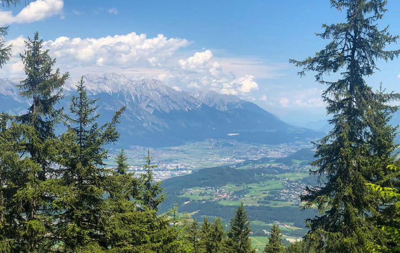 Heumilch-Wanderung #2: Auf dem Innsbrucker Almenweg Tirols Inntal von oben genießen