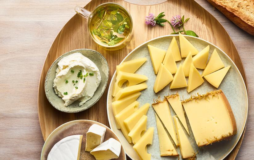 Tee & Heumilch-Käse: Eine außergewöhnliche Harmonie