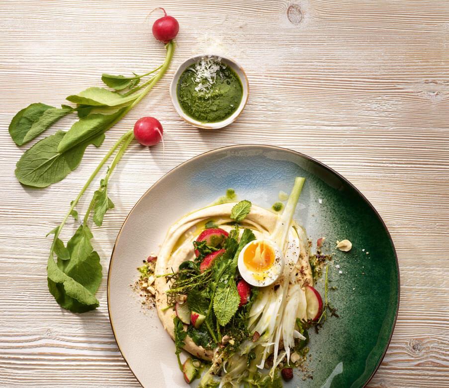 Radieschenblätterpesto mit Bergkäse und Salat