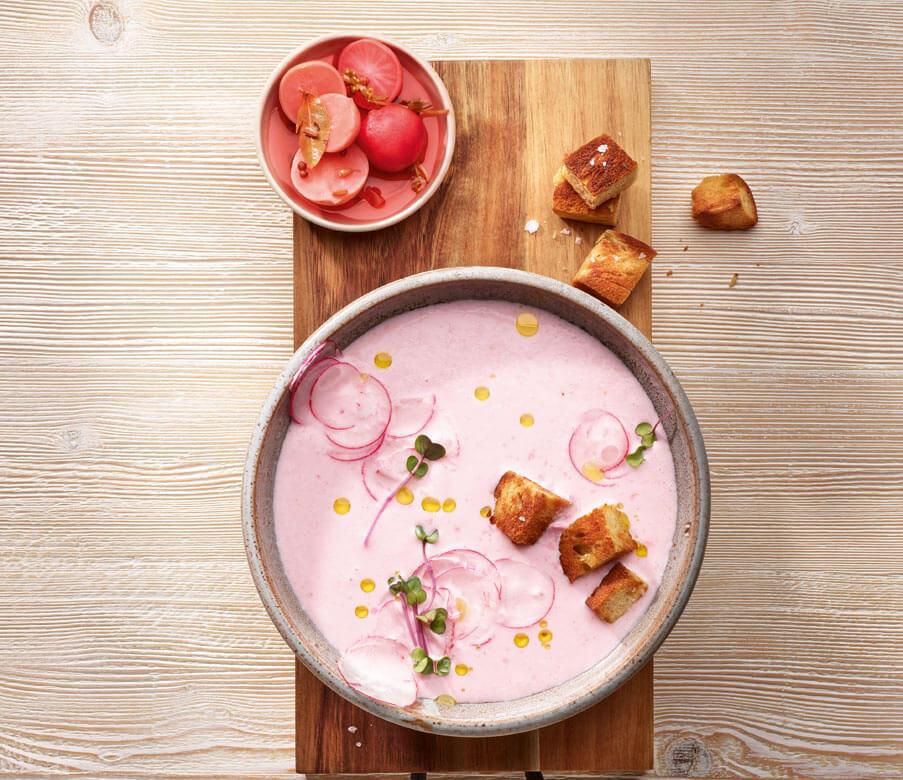 Heumilch-Joghurt-Kaltschale mit Radieschen