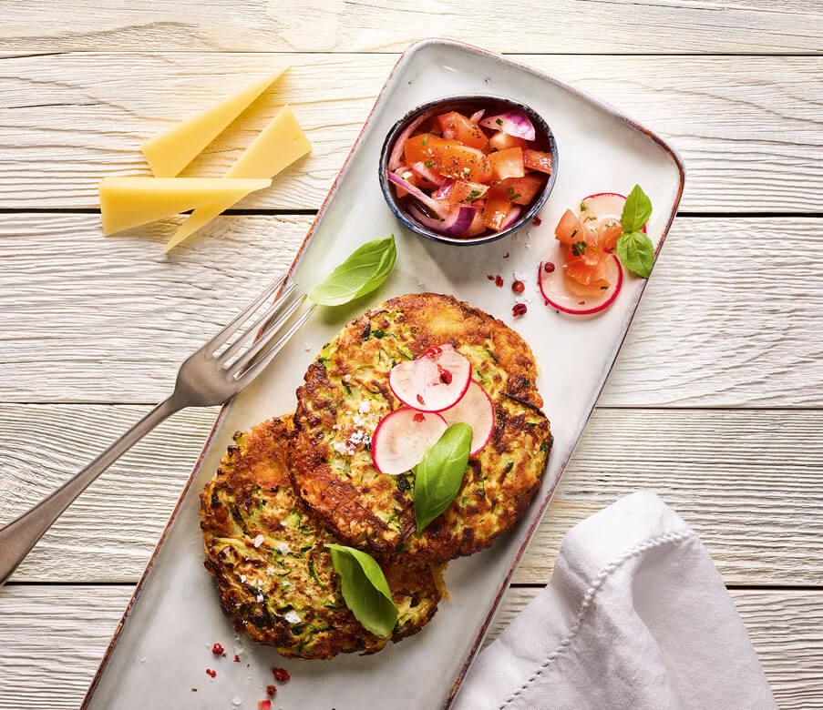 Schnelle Heumilch-Käse-Zucchinipuffer