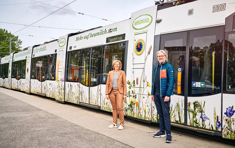 Per Tram in die Stadt: Heumilch bringt Artenvielfalt nach Wien